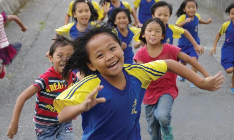 Children Running Resize 01 800x480